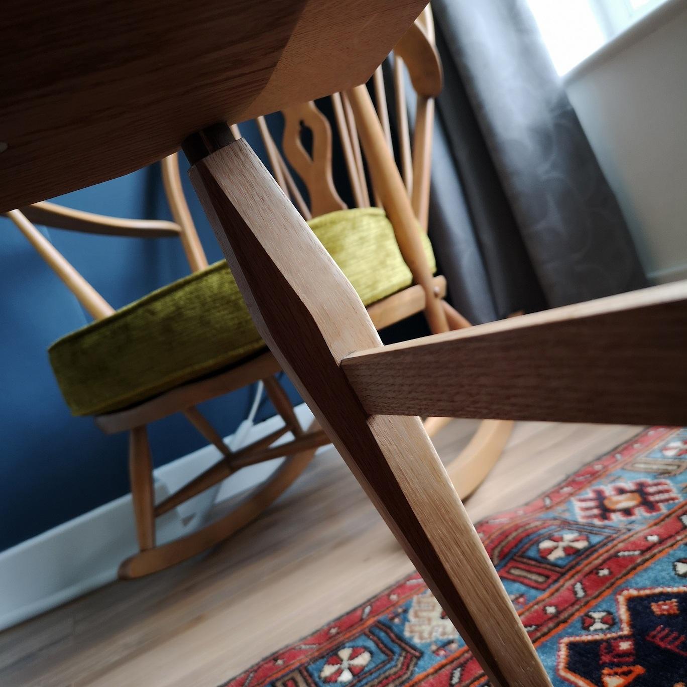 Oak coffee table leg