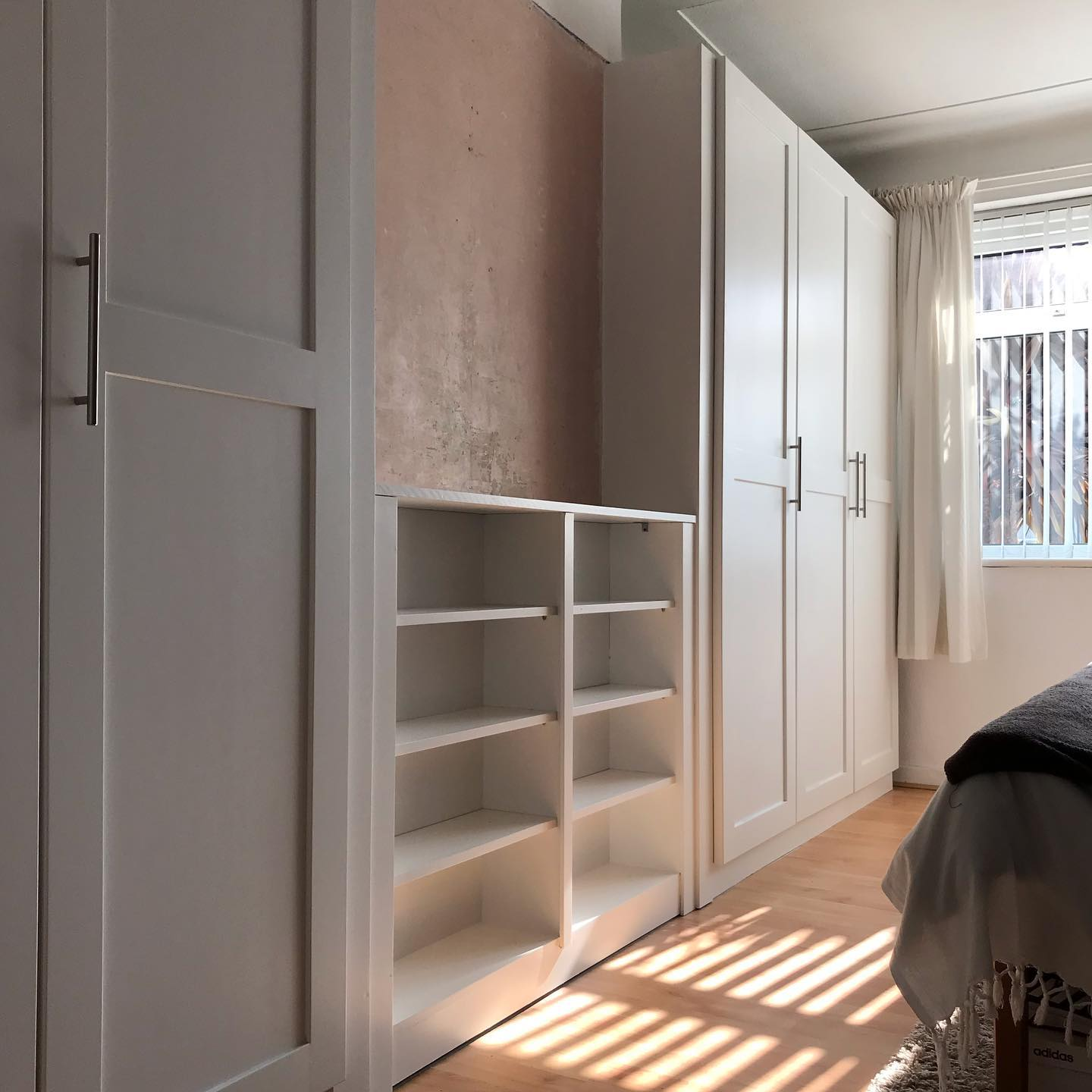 Fitted wardrobes and shelving in bedroom